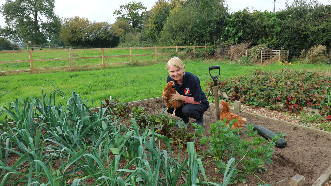 sarah-with-hens-in-garden-2018-10